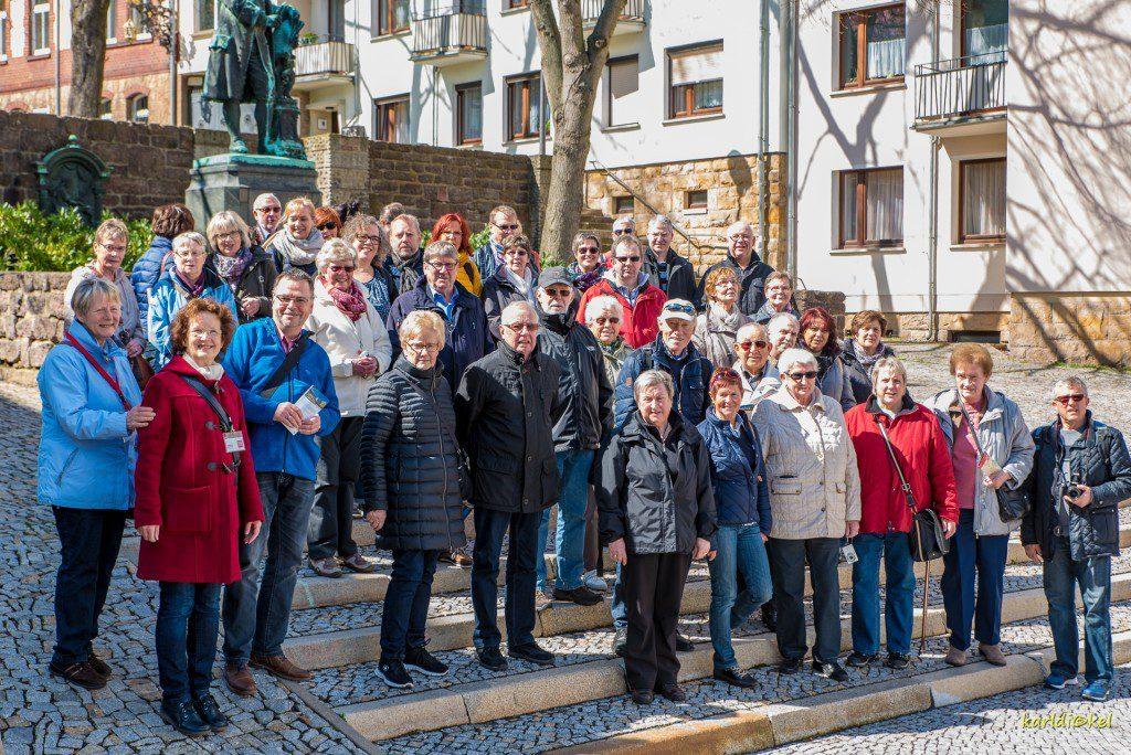 Bildzeile (Reiseleiter Wolfgang Langenohl führte 44 Teilnehmer durch Eisenach und Dresden Photo Karl Dickel)