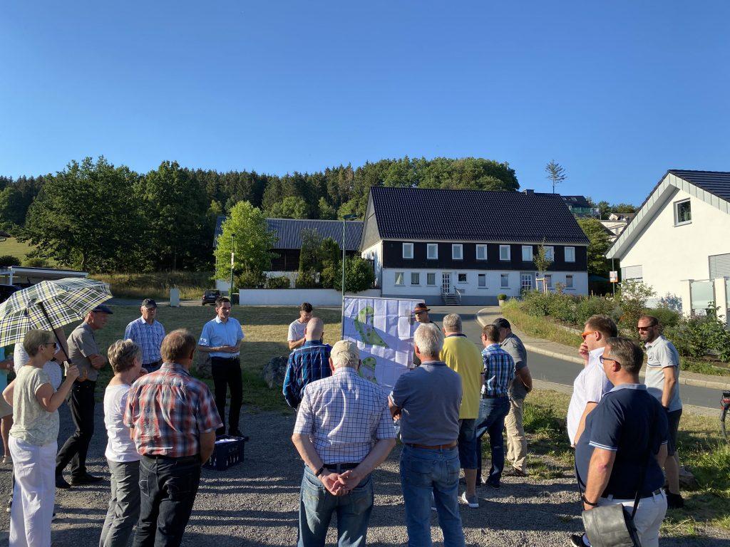 Biekhofer nehmen Dorfplatzentwurf in Augenschein